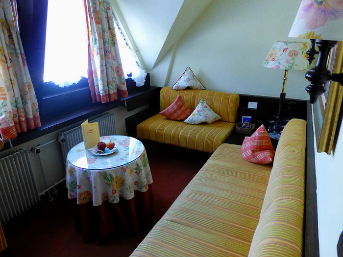 The sitting area in our Komfort Room in Hotel Sackmann
