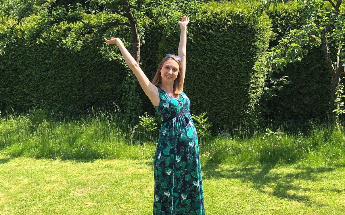 8 months pregnant in Stuttgart