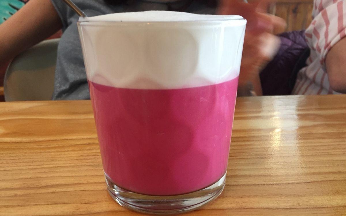 cafe silberknie in stuttgart beetroot chai latte